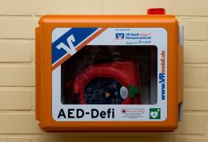 Defibrillator an der Ohmtalschule